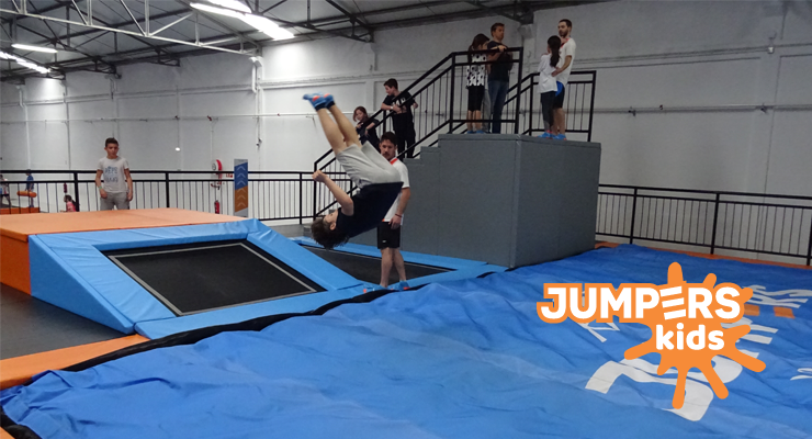 site-jumpers-trampolins-aulas-kids.png